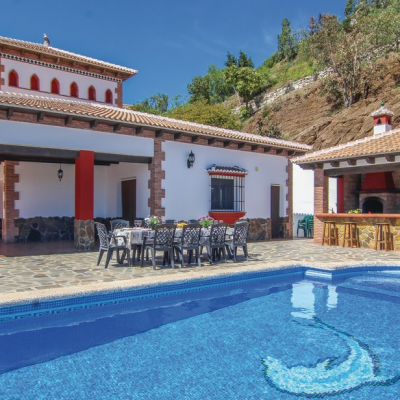 Vista Casa y piscina
